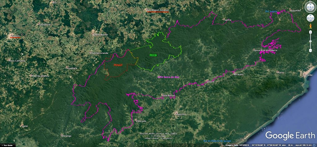 Limites da APA Serra do Mar e dos Parques Estaduais Carlos Botelho (PECB) e Nascentes do Paranapanema (PENAP). Mapa: Google Earth / Montagem: Herton Escobar/Estadão